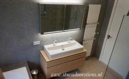 stukadoor-stucadoor-stiens-beton-cire-aanbrengen-waterdicht-stukwerk-stucwerk-badkamer-peter-jansen_3
