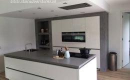 stukadoor-stucadoor-stiens-beton-cire-aanbrengen-waterdicht-stukwerk-stucwerk-keuken-peter-jansen_1
